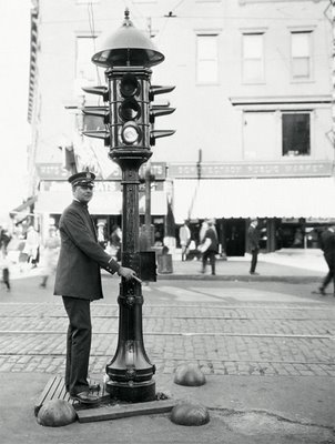 According To History The World S First Electric Traffic Signal Was Put Into Place On Corner Of Euclid Avenue And East 105th Street In Cleveland