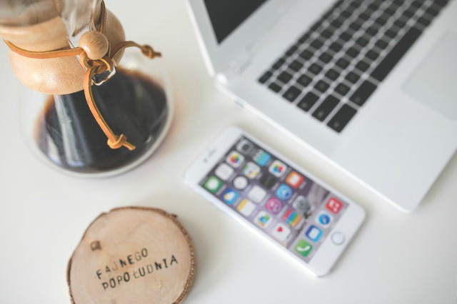 coffee-apple-iphone-desk (1)