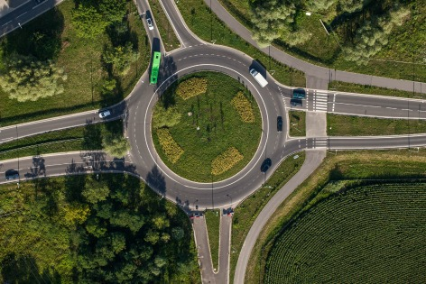 123RF - roundabout - FB